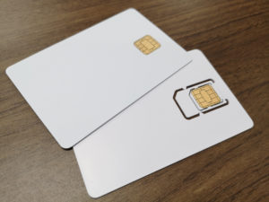 Cカード型(上・接触/非接触両対応)・SIM型(下)